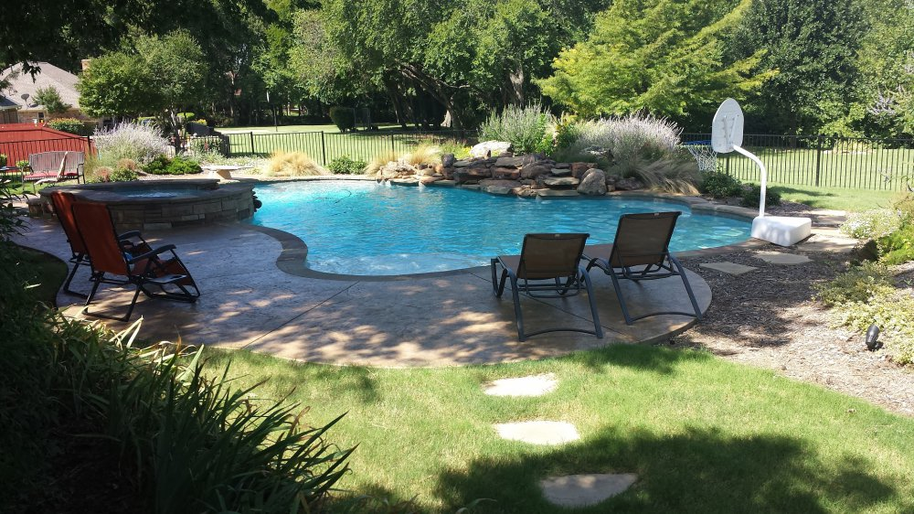 landscaping_patio_furniture_swimming_pool
